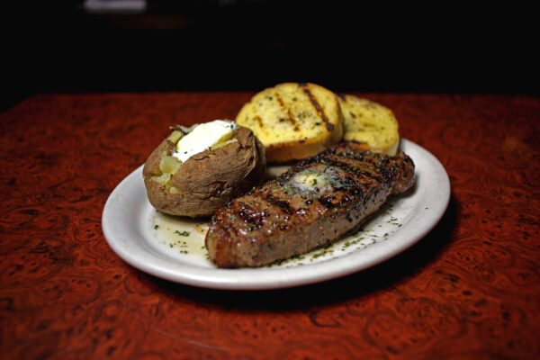 steak-garlic-bread